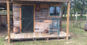 See how he built an entire cabin for free using only pallets